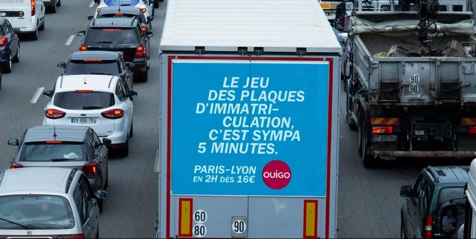 Pub OUIGO affichage camion 2020 - Bouchon Paris Lyon
